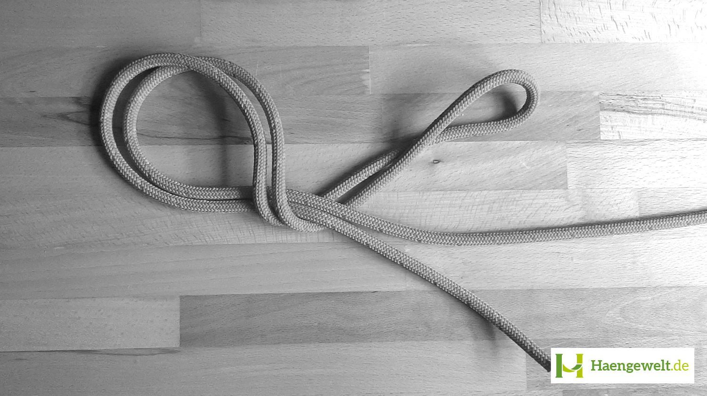 Auf dem Bild sieht man, wie man einen Doppelten Achter Knoten legt